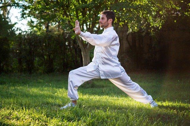 Le Tai Chi contre les douleurs du dos : comment cette pratique peut vous soulager en douceur