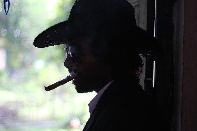 Comment le tabagisme impacte la santé de votre colonne vertébrale