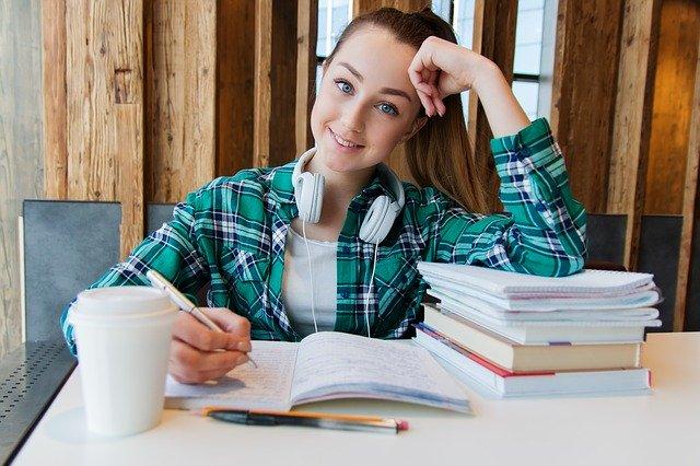 Santé des étudiants : les causes du mal de dos chez les jeunes et comment y remédier